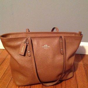 Coach purse tote style